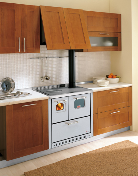 Cocina ventilada de le a con horno 8 6 kw - Cocinas con horno de lena ...