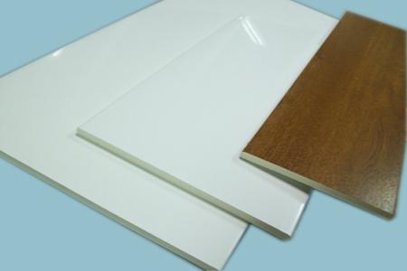 Tablas celulares de pvc blancas o foliadas de madera for Paneles de pvc para paredes