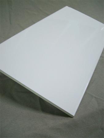 Tablas celulares de pvc blancas o foliadas de madera for Rodapie pvc blanco
