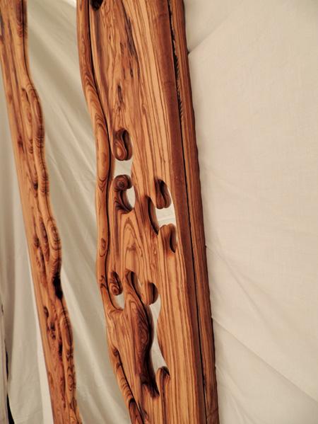 Marcos para espejos tallados de forma artesanal en madera for Espejos de pared madera