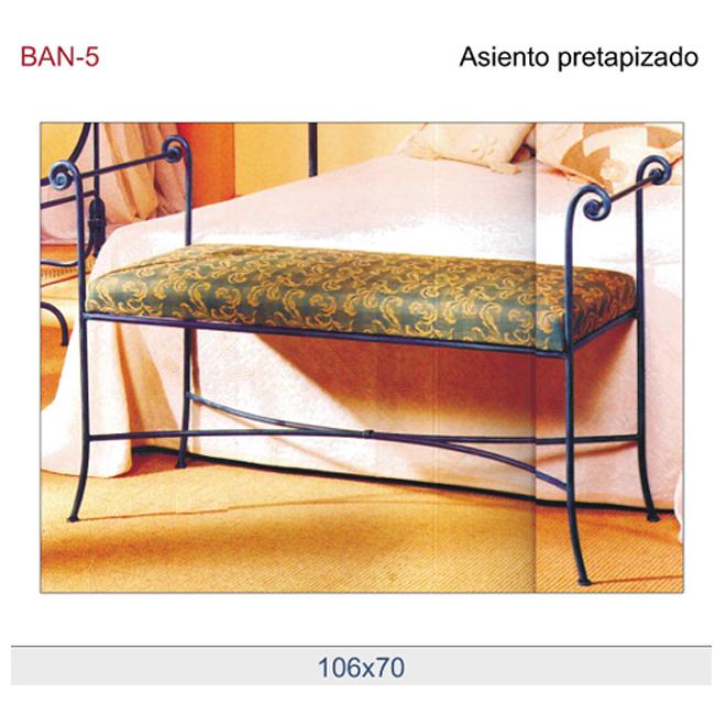 Banco de dormitorio o vestidor con asiento tapizado.