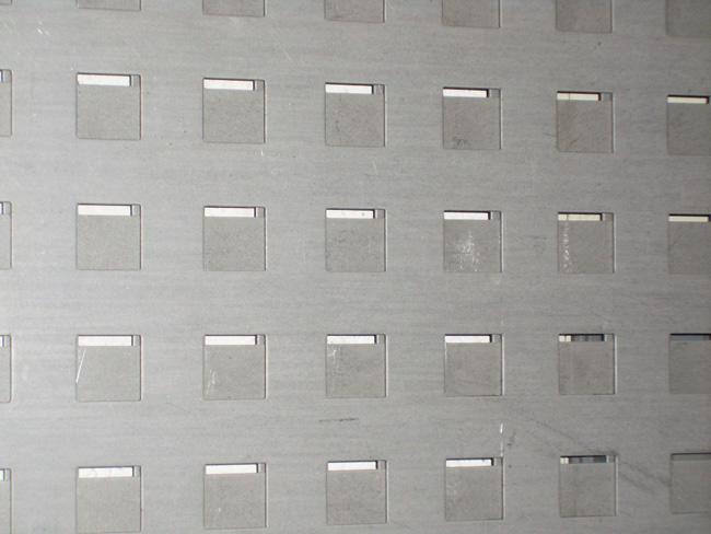 Chapas perforadas de hierro para puertas y verjas de exterior - Chapa de hierro ...
