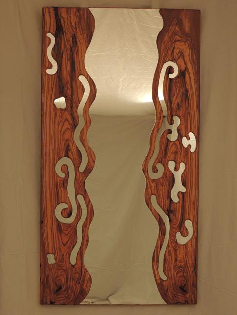Marcos para espejos tallados de forma artesanal en madera for Como hacer un espejo con marco de madera