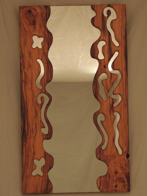Marcos exclusivos en madera de olivo tallados a mano.