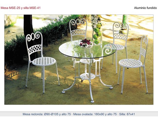 Mesa de aluminio fundido con patas formando rizos for Mesa jardin cristal amazon